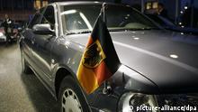 Die Audi-Limousine mit Stander, mit der Bundeskanzlerin Angela Merkel am Mittwoch (23.11.2005) in Brüssel zum Treffen mit dem NATO-Generalsekretär vorgefahren ist. Foto: Peer Grimm +++(c) dpa - Report+++