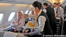 Lufthansa - Stewardess (picture-alliance/dpa)