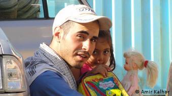 حسین رونقی ملکی در منطقه زلزلهزده