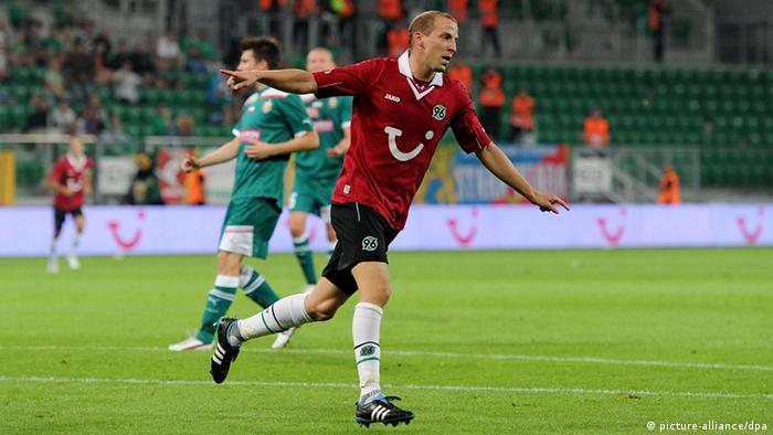Hanover's Jan Schlaudraff celebrates after scoring 2:0 during the UEFA Europa League fourth qualifying round first leg match between Slask Wroclaw vs Hanover 96 at Municipal Stadium in Wroclaw, Poland , 23 August 2012. (dpa)