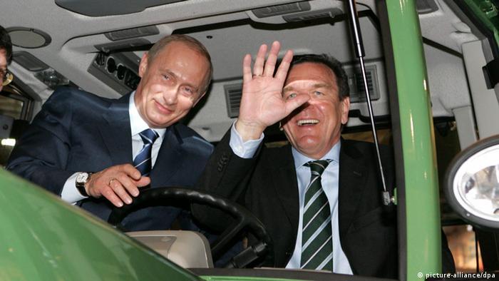 Герхард Шрёдер и Владимир Путин 11 апреля 2005 года на Ганноверской промышленной ярмарке