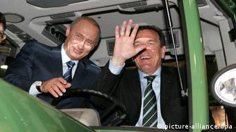Bundeskanzler Gerhard Владимир Путин и Герхард Шрёдер на Ганноверской ярмарке весной 2005 года