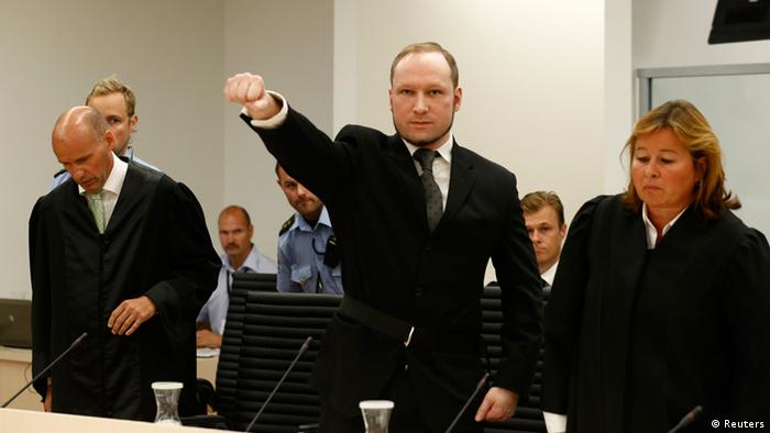 Norwegian mass killer Anders Behring Breivik (C) gestures as he arrives in the court room at Oslo Courthouse August 24, 2012. The Norwegian court delivers its verdict in the ten-week trial of gunman Breivik on Friday, deciding whether to send the anti-Muslim militant to jail or a mental hospital for the massacre of 77 people last summer. REUTERS/Heiko Junge/NTB Scanpix/Pool (NORWAY - Tags: CRIME LAW TPX IMAGES OF THE DAY)