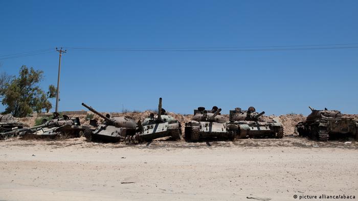 Libyen Panzerfriedhof (picture alliance/abaca)