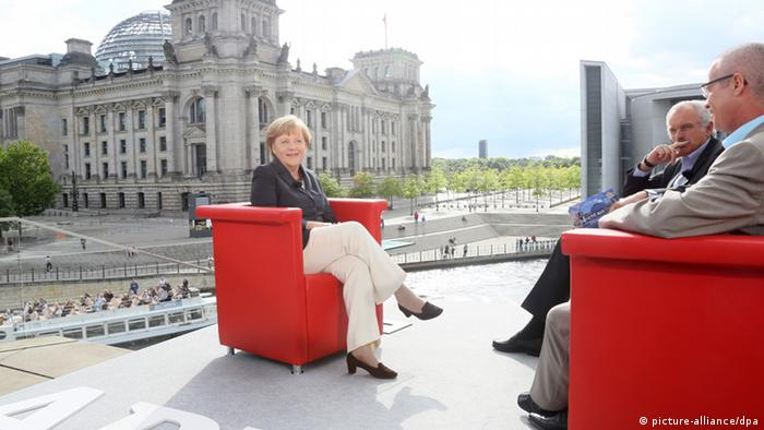 Merkel sits for the ARD interview Foto: Stephanie Pilick dpa