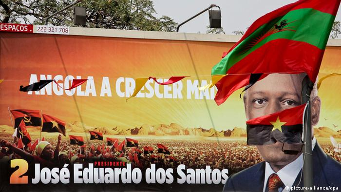 Election poster of dos Santos