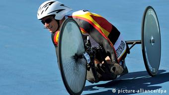 Germany's Norbert Mosandl rides in the HCC class during the men's time trial HCC (Hand Cycle C) at the Triathlon Venue On the outskirts of Beijing, during the Beijing 2008 Paralympic Games, China, 12 September 2008. Mosandl finished in fifth position. EPA/DIEGO AZUBEL +++(c) dpa - Report+++