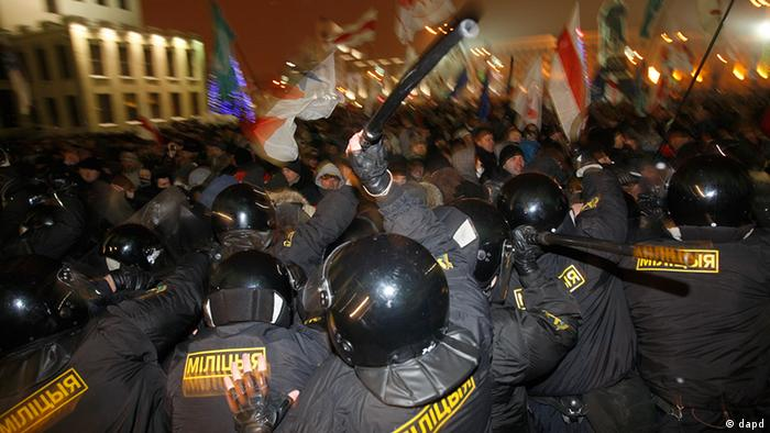 Police in Minsk disperse demonstrators on December 19, 2010