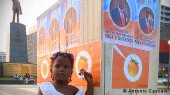 Cartazes eleitorais forram a Praça da Independência, em Luanda