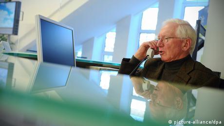 Rentner Job Minijob Arbeit Arbeitnehmer (picture-alliance/dpa)