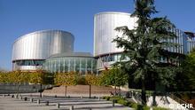 Der Europäische Gerichtshof für Menschenrechte (EGMR, gelegentlich auch EuGHMR) ist ein auf Grundlage der Europäischen Menschenrechtskonvention (EMRK) eingerichteter Gerichtshof mit Sitz im französischen Straßburg, der Akte der Gesetzgebung, Rechtsprechung und Verwaltung in Bezug auf die Verletzung der Konvention in allen Quelle: http://multimedia.echr.coe.int/en/collection/detail/38/palais-des-droits-de-lhomme-extrieur
