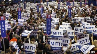 Delegates hold up Mitt Romeny placards as Romney is nominated for the Office of the President of the United Statesduring the Republican National Convention in Tampa, Fla., on Tuesday, Aug. 28, 2012. (Foto:Lynne Sladky/AP/dapd; eingestellt von rb)