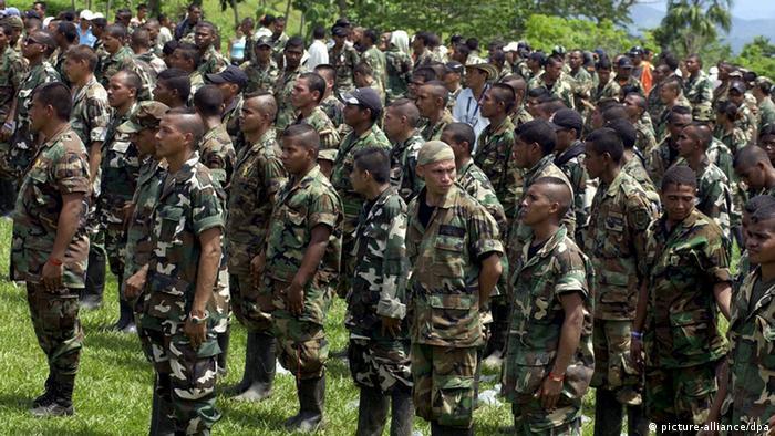 Paramilitärs in Kolumbien (Foto. dpa)