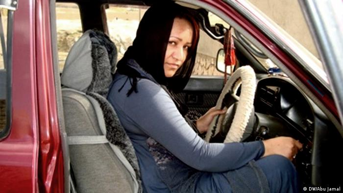 An Afghan woman drives a car in Ghor province in west of Kabul, Afghnistan 23.08.2012. Copyright: DW/Abu Jamal