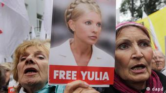 Supporters of former Ukrainian Prime Minister Yulia Tymoshenko rally outside Ukraine's High Court in Kyiv