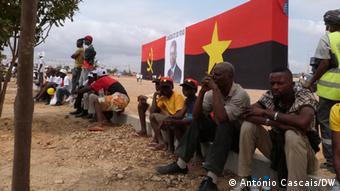 O MPLA dominou os meios de comunicação, retirando espaço à oposição