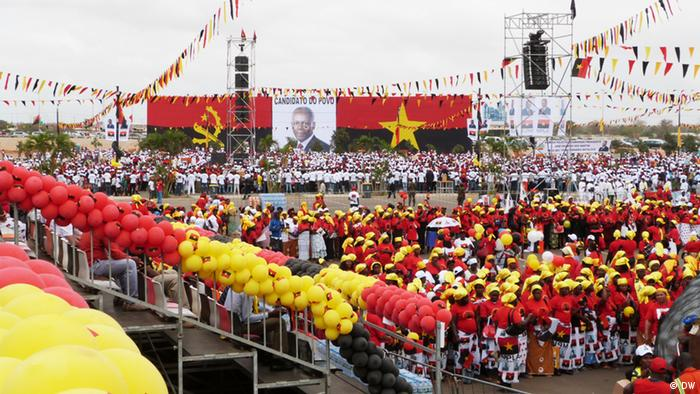MPLA supporters hold a rally in preparation for the 31 August. Fotograf: António Cascais/DW