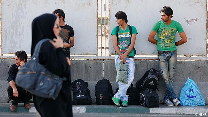 رسانهها: مردم دغدغه نان دارند؛ مرکز آمار ایران میگوید بیش از ۲۵ درصد جمعیت فعال ۱۵ تا ۲۴ ساله این کشور بیکارند
