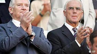 Prominente Gäste beim Confederations Cup Spiel Deutschland - Tunesien: Schily und Beckenbauer