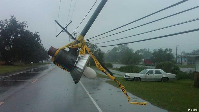 Umgestürzte Straßenlaterne in Louisiana (Foto: dapd)