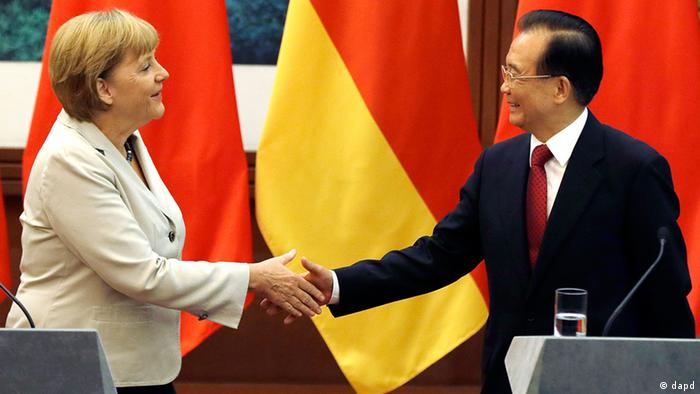 German Chancellor Angela Merkel, left, shakes hands with Chinese Premier German Chancellor Angela Merkel, left, shakes hands with Chinese Premier Wen Jiabao after a joint press conference at the Great Hall of the People in Beijing Thursday, Aug. 30, 2012. (Foto:Ng Han Guan/AP/dapd)after a joint press conference at the Great Hall of the People in Beijing Thursday, Aug. 30, 2012. (Foto:Ng Han Guan/AP/dapd)