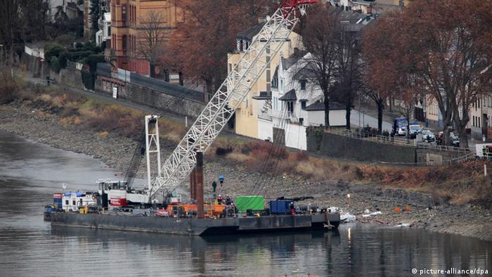 Kranschiff Rhein Koblenz Luftmine Trockenlegung