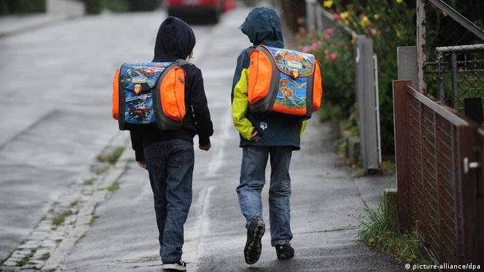 Kids on their way to school (Photo: Uwe Zucchi dpa/lnw +++(c) dpa - Bildfunk+++)