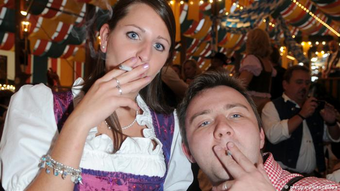 Smokers can keep their habit indoors (photo: Felix Hörhager)