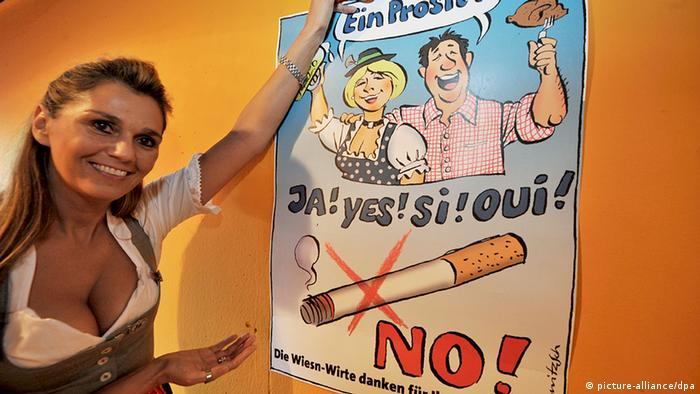 Anti-smoking poster at Oktoberfest (Photo: Frank Leonhardt dpa/lby) Quelle: Fars
