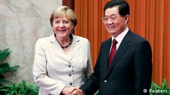 German Chancellor Angela Merkel (L) and China's President Hu Jintao shake hands before their meeting at the Great Hall of the People in Beijing August 30, 2012. Photo: REUTERS/Diego Azubel/Pool