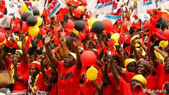 Supporters of the ruling MPLA party cheer during the party's last rally. REUTERS/Siphiwe Sibeko