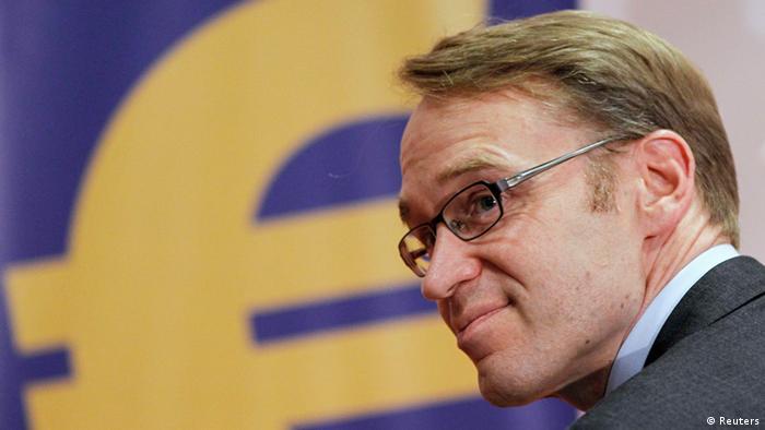 Bundesbankpräsident Jens Weidmann vor dem Euro-Logo (Foto: Reuters)