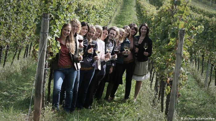 Regional wine queens in Neustadt an der Weinstraße in 2011, Copyright: picture-alliance/dpa