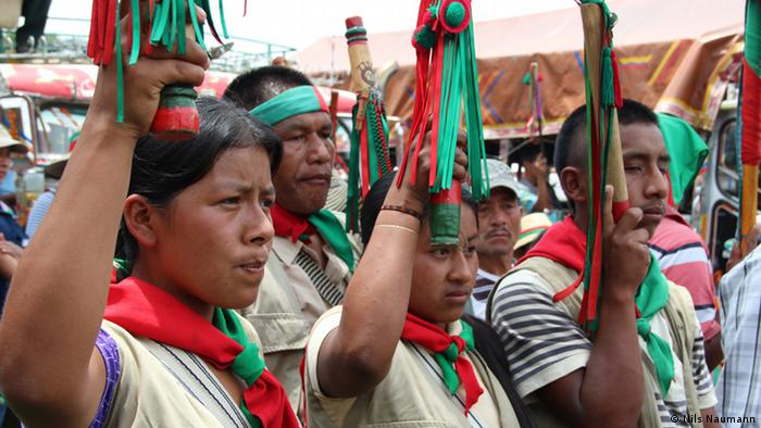 Indigenous Colombians peacefully protesting against the civil war, photo: Nils Naumann