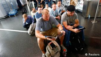 Пассажиры прочно застряли в аэропорту