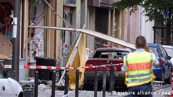 Police gather evidence after the bombing Photo: Federico Gambarini dpa/lnw