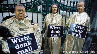 Victims protesting the unveiling of a thalidomide monument Photo: Henning Kaiser dpa/lnw +++(c) dpa - Bildfunk+++