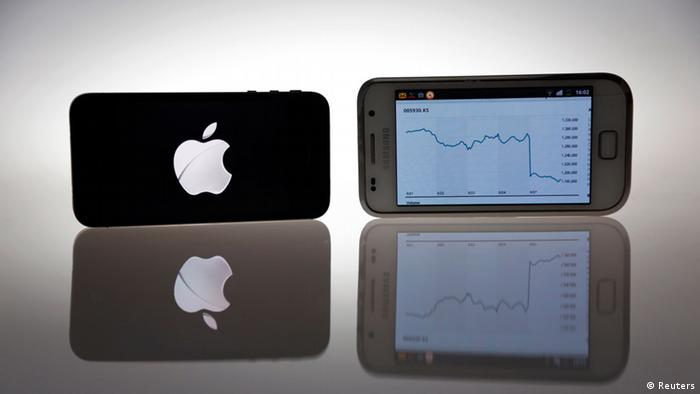 An Apple IPhone 4s and Samsung Galaxy S are seen in this illustration photo in Berlin August 27, 2012. Samsung Electronics shares slumped 7.5 percent on Monday, wiping more than $12 billion off the South Korean giant's market value, as a sweeping victory for Apple Inc in a U.S. patent lawsuit raised concerns about its smartphone business - its biggest cash cow. REUTERS/Pawel Kopczynski (BUSINESS TELECOMS)