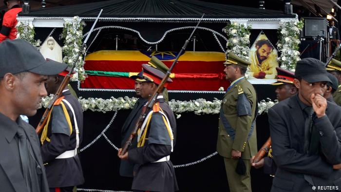 A procession escorts the flag-draped casket of Ethiopia's Prime Minister Meles Zenawi into the Meskel Square during his funeral ceremony in the capital Addis Ababa, September 2, 2012.