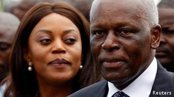 José Eduardo dos Santos é presidente de Angola há 33 anos. Na foto, com a esposa