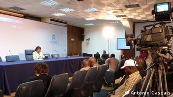 A CNE anuncia a vitória do MPLA