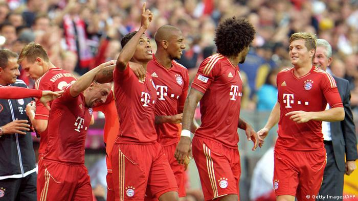 Bayern's player's celebrate after scoring during the German first division Bundesliga soccer match between FC Bayern Munich and VFB Stuttgart, in Munich, Germany, Sunday, Sept. 2, 2012. (Foto:Kerstin Joensson/AP/dapd) - NO MOBILE USE UNTIL 2 HOURS AFTER THE MATCH, WEBSITE USERS ARE OBLIGED TO COMPLY WITH DFL-RESTRICTIONS, SEE INSTRUCTIONS FOR DETAILS -
