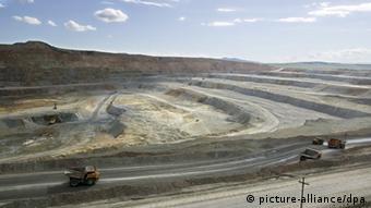 La explotación minera a cielo abierto mueve montañas.
