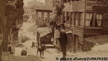Jun. 06, 1898 - Constantinople, Turkey, Turkey - Jewish Quarter of Constantinople or Istanbul dpa-BILDBESCHREIBUNG GEHT FALSCH WEITER: - General Eisenhower Greets Troops of the 101st Airborne prior to dispatch for D-Day