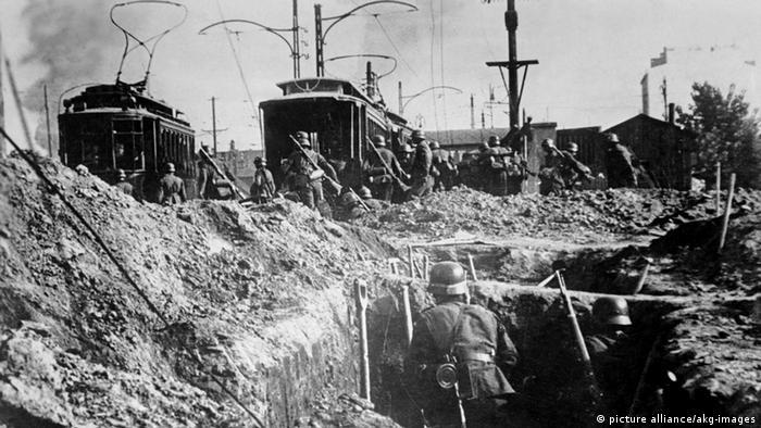 Soldados alemães nos subúrbios de Varsóvia em 1939
