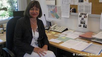 Margarete Eisele-Becker sjedi za svojim radnim stolom