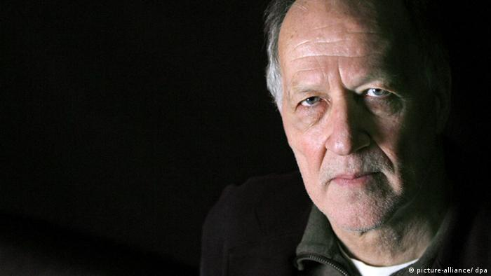 German Film Director Werner Herzog poses for a portrait before speaking at the New York Public Library in New York City, Friday 16, February 2007. Foto: Peter Foley +++(c) dpa - Report+++