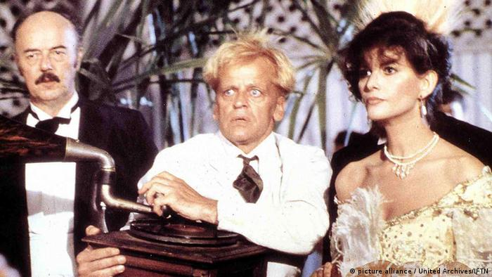 Werner Herzog's Fitzcarraldo with Claudia Cardinale and Klaus Kinski. Copyright: picture alliance / United Archives/IFTN