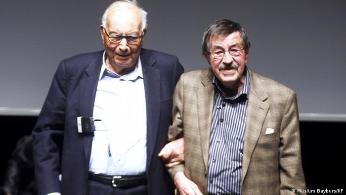 یاشار کمال در کنار گونتر گراس، نویسنده معروف آلمانی