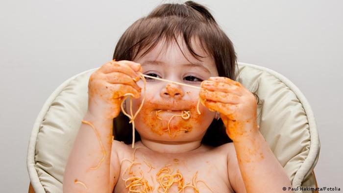 Kind mit Spaghetti